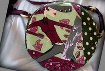 Zöld pöttyös körtáska - Judy Majoros / Újrafelhasznált alapanyagokból kézzel készült egyedi körtáska. Megvásárolható:http://www.meska.hu/ProductView/index/1107662 vagy a www.facebook.com/judymajorosdesign oldalakon. Köszönöm az érdeklődést! :) Handmade by Judy Majoros - Green round polka dots bag. Shoulder bag. Recycled bag