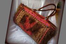 Steppelt macskás táska - Judy Majoros / Újrafelhasznált alapanyagokból kézzel készült egyedi táska. Megtekinthető még a www.facebook.com/judymajorosdesign oldalon. Köszönöm az érdeklődést! :) Handmade by Judy Majoros - Cat faux fur quilted shoulder bag.Recycled bag. chrochet,beaded