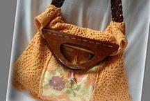 Horgolt vintage táska - Judy Majoros / Újrafelhasznált alapanyagokból kézzel készült egyedi kézitáska. megtekinthető még: www.judymajoros.com vagy a www.facebook.com/judymajorosdesign oldalakon. Köszönöm az érdeklődést! :) Handmade by Judy Majoros - Vintage crochet hobo bag. Embroidered shoulder bag. lace, leath strap, wood handles. Recycled bag