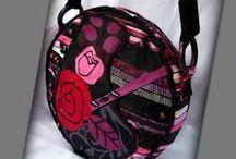 Bohém körtáska - Judy Majoros / Újrafelhasznált alapanyagokból kézzel készült egyedi körtáska. megtekinthető még a www.facebook.com/judymajorosdesign oldalon. Köszönöm az érdeklődést! :) Handmade by Judy Majoros - Pink-red rose round crossbody bag- shoulder bag. Recycled bag