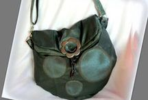 Szürke-kék pöttyös bőrtáska - Judy Majoros / Újrafelhasznált alapanyagokból kézzel készült egyedi táska. megtekinthető még a www.facebook.com/judymajorosdesign oldalon. Köszönöm az érdeklődést! :) Handmade by Judy Majoros - Gray- turquoise leather crossbody bag. Recycled bag