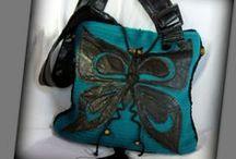 Kötött pillangós táska - Judy Majoros / Újrafelhasznált alapanyagokból kézzel készült egyedi kötött táska. megtekinthető még a www.facebook.com/judymajorosdesign oldalon. Köszönöm az érdeklődést! :) Handmade by Judy Majoros- Turquoise Butterfly Bag. Black leather butterfly applique. Knit shoulder bag. Knit crossbody bag. Recycled bag. fringe,beaded