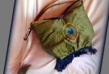 Pávatáska - Judy Majoros / Újrafelhasznált alapanyagokból kézzel készült egyedi kézitáska. Megtekinthető a www.facebook.com/judymajorosdesign oldalon. Köszönöm az érdeklődést! :) Handmade by Judy Majoros - Green embroidered fringe peacock hobo bag. Crossbody bag. Shoulder bag. Recycled bag