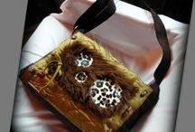 Leopárd-szőrmés táska - Judy Majoros / Újrafelhasznált alapanyagokból kézzel készült egyedi táska. Megtekinthető a www.facebook.com/judymajorosdesign oldalon. Köszönöm az érdeklődést! :) Handmade by Judy Majoros - Satin-Faux fur-leopard crossbody bag. Shoulder bag.Recycled bag