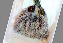 """Nagy """"Yeti"""" táska - Judy Majoros / Újrafelhasznált alapanyagokból kézzel készült egyedi táska. Megtekinthető a www.facebook.com/judymajorosdesign oldalon. Köszönöm az érdeklődést! :) Handmade by Judy Majoros- Purple """"Yeti"""" Faux fur hobo bag.Recycled bag"""