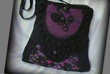 Lila -fekete romantikus táska - Judy Majoros / Újrafelhasznált alapanyagokból kézzel készült egyedi táska. Megtekinthető a www.facebook.com/judymajorosdesign oldalon. Köszönöm az érdeklődést! :) Handmade by Judy Majoros - Purple lace shoulder bag. Crossbody bag.Recycled bag