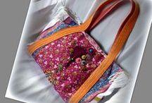 Bohém nyári táska - Judy Majoros / Újrafelhasznált alapanyagokból kézzel készült egyedi táska. Megtekinthető a www.facebook.com/judymajorosdesign oldalon. Köszönöm az érdeklődést! :) Handmade by Judy Majoros - Multi colour floral  fringe tote bag. Double-sided bag Embroidered white denim tote bag. Beaded-crochet bag. Recycled bag