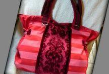 Piros csíkos táska - Judy Majoros / Újrafelhasznált alapanyagokból kézzel készült egyedi táska. Megtekinthető a www.facebook.com/judymajorosdesign oldalon. Köszönöm az érdeklődést! :)