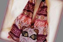Lila cicás bohém táska - Judy Majoros / Újrafelhasznált alapanyagokból kézzel készült egyedi táska. Megtekinthető a www.facebook.com/judymajorosdesign oldalon. Köszönöm az érdeklődést! :) Handmade by Judy Majoros- Boho bag with Faux fur cat . Recycled handbag.