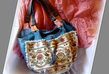 Hímzett pasztell farmertáska - Judy Majoros / Újrafelhasznált alapanyagokból kézzel készült egyedi táska. Megtekinthető a www.facebook.com/judymajorosdesign oldalon. Köszönöm az érdeklődést! :) Handmade by Judy Majoros - Hódmezővásárhelyi Embroidery - Hungarian  Recycled bag. Denim hobo bag. beaded-fringe hobo bag.