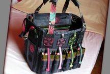 Scrapbook táska sok-sok színnel :) - Judy Majoros / Újrafelhasznált alapanyagokból kézzel készült egyedi táska. Megtekinthető a www.facebook.com/judymajorosdesign oldalon. Köszönöm az érdeklődést! :) Handmade by Judy Majoros - Multicolour chrochet scrapbooking tote-bag. Recycled bag. Materials:chrochet-cordura-rubber strap-velcro-lace...