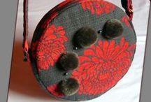 Pomponos körtáska - Judy Majoros / Újrafelhasznált alapanyagokból kézzel készült egyedi táska. Megvásárolható:http://www.meska.hu/ProductView/index/1288603 vagy a www.facebook.com/judymajorosdesign oldalon. Köszönöm az érdeklődést!Handmade by Judy Majoros - Gray-red carpet round bag with pompoms.Shoulder bag. Crossbody bag. Recycled bag