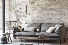 Banken & Fauteuils / Zitten in de breedste zin van het woord. De knapste krukjes, comfortabele fauteuils en bankstellen. Stel zelf jouw ideale zithoek samen.