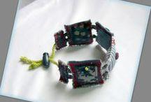 Négyzetes farmer karkötő - Judy Majoros / Újrafelhasznált alapanyagokból kézzel készített egyedi karkötő. Megtekinthető még a www.facebook.com/judymajorosdesign oldalon. Köszönöm az érdeklődést! :) Handmade by Judy Majoros - Denim- Fabric- square bracelet, Recycled bracelet
