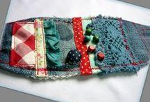 Bohém farmer karkötő - Judy Majoros / Újrafelhasznált alapanyagokból kézzel készített egyedi karkötő. megtekinthető még a www.facebook.com/judymajorosdesign oldalon. Köszönöm az érdeklődést! :) Handmade by Judy Majoros - Denim Cuff, Fabric Bracelet, Beaded-crochet-polka dots- Recycled bracelet