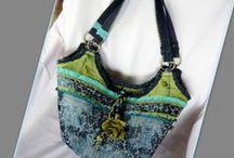 Rózsás táska zöld és kék színekben - Judy Majoros / Újrafelhasznált alapanyagokból kézzel készített egyedi táska. megtekinthető még a www.facebook.com/judymajorosdesign oldalon. Köszönöm az érdeklődést! :) Handmade by Judy Majoros - Turquoise-green rose handbag-tote. Recycled bag. Silk-beaded-lace