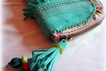 Türkiz bőr pénztárca - Judy Majoros / Újrafelhasznált alapanyagokból kézzel készített egyedi táska. megtekinthető még a www.facebook.com/judymajorosdesign oldalon. Köszönöm az érdeklődést! :) Handmade by Judy Majoros - Turquoise leather fringe wallet -clutch