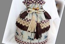 Körhinta táska (többfunkciós) - Judy Majoros / Újrafelhasznált alapanyagokból kézzel készített egyedi táska. Megvásárolható a www.facebook.com/judymajorosdesign oldalon. Köszönöm az érdeklődést! :) Handmade by Judy Majoros - Carousel-fringe bucket bag -backpack -crossbody bag/ 3 in 1/ leather/ Polka dots, Recycled bag.