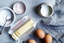 Zutaten / Ingredients / Oft sind die Zutaten genauso schön wie das Ergebnis eines Rezepts. Mehl, Eier und Butter sind hier die Stars auf wunderschönen Food Fotos und Food Action Fotos...