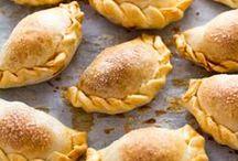 Teigtaschen / Empanadas / Ob Hand Pies oder Empanadas, Teigtaschen mit herzhafter Füllung eignen sich als Snack, Party Gericht oder kreatives Picknick-Rezept!