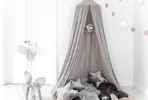 Kinderzimmer / Kids Room / Kinderzimmer Ideen im Skandi-Stil: Tipis, Wolken, Filzkugelteppiche, Sterne... Schönes Wohnen hört beim Kinderzimmer nicht auf!