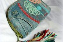 Farmer-rojtos péntárca-clutch - Judy Majoros / Újrafelhasznált alapanyagokból kézzel készített egyedi táska. megtekinthető még a www.facebook.com/judymajorosdesign oldalon. Köszönöm az érdeklődést! :) Handmade by Judy Majoros - Denim fringe chrochet wallet-clutch with multicolour leather fringe. Recycled wallet-bag.