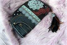Fekete-fehér pöttyös farmer pénztárca-clutch - Judy Majoros / Újrafelhasznált alapanyagokból kézzel készített egyedi táska. megtekinthető még a www.facebook.com/judymajorosdesign oldalon. Köszönöm az érdeklődést! :)Handmade by Judy Majoros - Denim chrochet wallet-clutch with polka dots and leather fringe. Recycled wallet-bag.