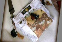 Lovas rojtos fehér farmertáska - Judy Majoros / Újrafelhasznált alapanyagokból kézzel készített egyedi táska. megtekinthető még a www.facebook.com/judymajorosdesign oldalon. Köszönöm az érdeklődést! :) Handmade by Judy Majoros - White denim fringe polka dots hobo bag. Recycled bag.