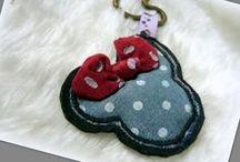 Minnie kulcstartó - Judy Majoros / Újrafelhasznált alapanyagokból kézzel készített egyedi kiegészítő-kulcstartó. Megtekinthető még a www.facebook.com/judymajorosdesign oldalon. Köszönöm az érdeklődést! :) Handmade by Judy Majoros -Polka dots denim bag charm and keychain. Recycled charm