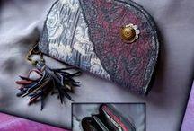 Kék rózsás pénztárca-clutch - Judy Majoros / Újrafelhasznált alapanyagokból kézzel készített egyedi táska. megtekinthető még a www.facebook.com/judymajorosdesign oldalon. Köszönöm az érdeklődést! :) Handmade by Judy Majoros - Fringe wallet-clutch with rose decorations, and lace and leather fringe. Recycled wallet-bag