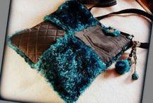 Szőrmés türkiz-fekete táska - Judy Majoros / Újrafelhasznált alapanyagokból kézzel készített egyedi táska. megtekinthető még a www.facebook.com/judymajorosdesign oldalon. Köszönöm az érdeklődést! :)Handmade by Judy Majoros- Turquoise-black faux fur Bag.