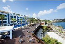 Delta Beach Resort Hotel / Hotel Delta Beach Resort, Ege'nin uçsuz bucaksız turkuaz mavisini içinde barındıran, deniz ile eşsiz doğanın bütünleştiği cennetin kapılarını sizler için açıyor…