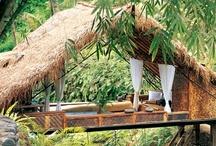 Vacances insolites / Cabane, bateau, yourte, roulotte, donjon, moulin... passez vos prochaines vacances dans une location insolite, pour un dépaysement assuré !