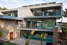 Belles architectures / Traditionnelle, contemporaine ou futuriste... les maisons d'architecte nous fascinent ! Tous les détails sont réfléchis et travaillés et il en ressort une véritable oeuvre d'art...
