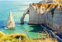 Vacances en France / La France, destination touristique numéro un dans le monde offre une multitude de possibilité de vacances. En montagne, à la mer ou dans des villages pittoresques, la France n'a pas usurpé sa place parmi les plus beaux pays du monde. La preuve en images !
