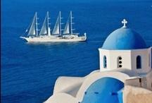 Vacances en Grèce / Pays des dieux et berceau de l'olympisme, la Grèce propose un voyage dans le temps, les pieds dans l'eau, le tout sous un climat des plus agréables. Ajoutons à cela une gastronomie réputée et des îles de toute beauté où la fête bat son plein. Tous les ingrédients de vacances réussies sont réunis !