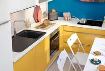 Petites cuisines équipées / Une vraie cuisine dans un petit espace, c'est possible : rangements optimisés, coin repas modulable, transition sur le salon … découvrez nos petites cuisines, équipées de la tête aux pieds ! #cuisines #cuisineséquipées #petitescuisines