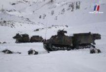 Combattant de l'infanterie / - combattants de l'infanterie - combattants de l'infanterie sur engin blindé