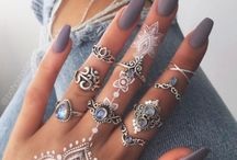 Nails / Tips and DIYs for strong long beautiful nails. Make your own remedies for good nails and nail painting tips.