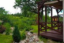 Ogród Salinko / woda w ogrodzie, strumień z mostkiem