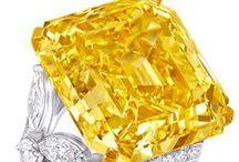 Keltainen - Yellow / Ihana energinen keltainen inspiroi meitä.