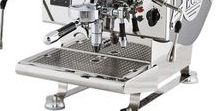 ECM Espresso / ECM Espresso  ECM Manufacture uit Duitsland Heidelberg bouwt al vele jaren traditionele espressomachines van een unieke kwaliteit. De machines van ECM zijn geen massaproducten en worden zorgvuldig met de hand gebouwd. Uitsluitend de beste materialen en componenten worden gebruikt.