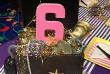 Pirate Birthday Party Ideas / Pirate birthday party ideas for a boy or girl birthday party! From pirate treasure hunts to pirate decorations and food. Ideas for a pirate theme birthday including pirate party favors, pirate outfits, and pirate games and activities.