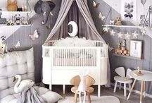 Gender Neutral Nursery Ideas / Ideas for gender neutral nurseries. Neutral nursery decor ideas, wall art, crib bedding, nursery organization, and more. It can be tough picking a theme if you don't know if it's a girl or it's a boy but there are so many beautiful and unique gender neutral nursery themes - from neutral greys to rustic to tropical to colorful!