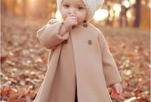 Baby Girl & Toddler Girl Outfit Ideas / Cute outfit ideas for baby girls and toddler girls. Adorable outfit combos for all seasons - from summer rompers to fall coats to Christmas outfits to floral patterns for spring! Baby girl headband, shoe, and bootie ideas for 0-24 month, toddler sizes and more.