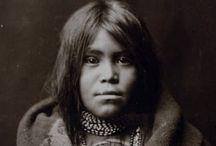 """Un petit indien, un petit indien, Nagawika... / """"La Terre n'est pas un don de nos parents. Ce sont nos enfants qui nous la prêtent."""" philosophie indienne"""