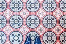 só pé no chão / (ou só sapato no azulejo)