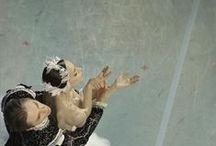 Mark Olich / Марк Олич - фотограф из Санкт-Петербурга. Фотографирует преимущественно балет. Фотографии многим напоминают картины Дега, такие же чувственны