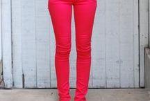 Ruhák - Piros nadrág