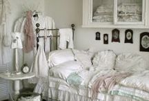 """#shabby chic / The term Shabby Chic (translated: """"scruffy"""" and """"chic"""") is a country style-vintage, characterized by wooden furniture and furnishings worn and tend to be white. / by babette"""